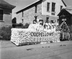 Oddfellows float, Cowboys' Reunion Parade, Hot Springs Boulevard, Las Vegas, New Mexico